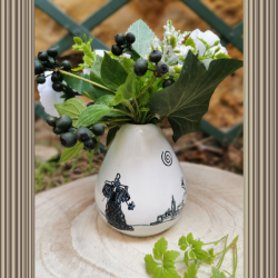 Vase conique blanc by Washi